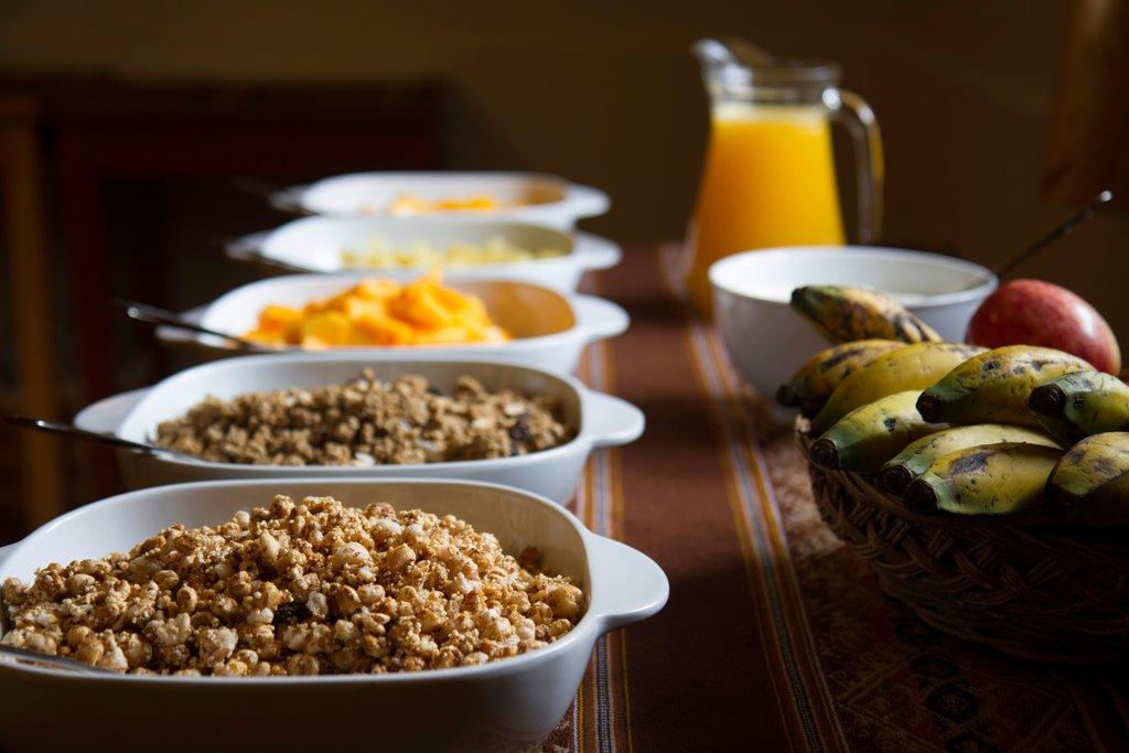 Breakfast buffet, blackening bananas, juice in jug, bananas fruit in back